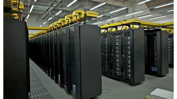 Los súper ordenadores son cada vez más rápidos a la hora de calcular miles de ecuaciones mejorando las predicciones del clima.