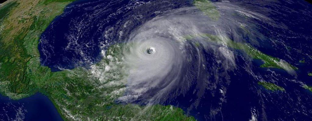800px-Hurricane_Wilma_200510212015_0