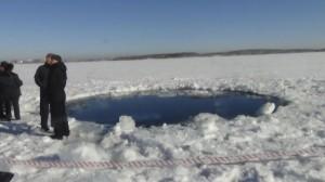 Algunos fragmentos del meteorito fueron hallados en el lago Chebarku (Reuters)